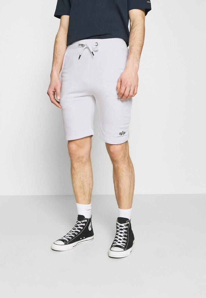 Alpha Industries - BASIC SMALL LOGO - Shorts - white