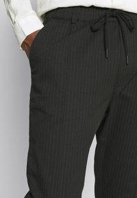 Newport Bay Sailing Club - PINSTRIPE TROUSER - Pantalon classique - black - 3
