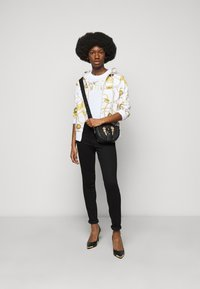 Versace Jeans Couture - Mikina na zip - white - 1