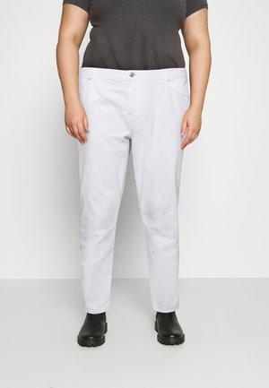 NMISABEL MOM - Straight leg jeans - bright white
