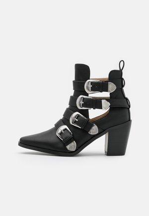 WIDE FIT ADLEY - Kovbojské/motorkářské boty - black
