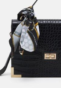 Pieces - PCABBELIN CROSS BODY - Handbag - black/gold-coloured - 3