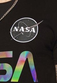 Alpha Industries - NASA RAINBOW  - Print T-shirt - black - 5