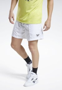 Reebok Classic - CLASSICS SHORTS - Shorts - white - 2