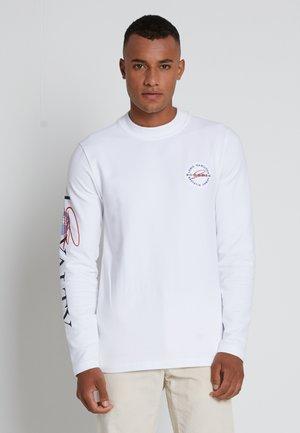 LEWIS HAMILTON UNISEX MOCK NECK LOGO TEE  - Print T-shirt - white