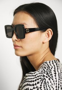 Gucci - Gafas de sol - black/grey - 1