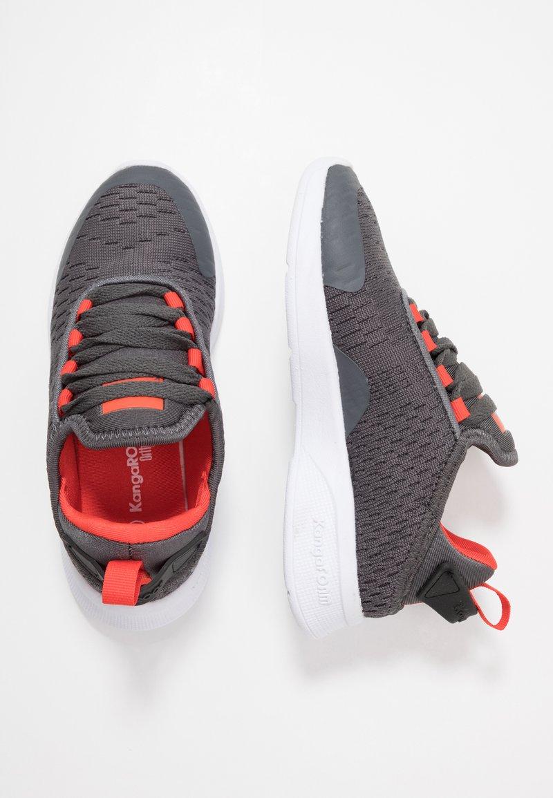 KangaROOS - KF FLEX - Sneakers - steel grey/red