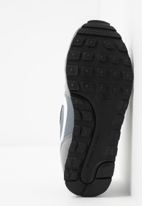 Nike Sportswear - MD RUNNER 2 BPV - Trainers - light grey - 5