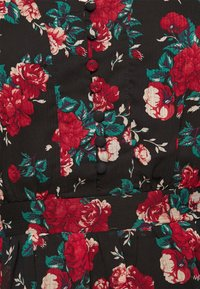 VILA PETITE - VIBROOKLY DRESS PETITE - Denní šaty - black/jester red - 5