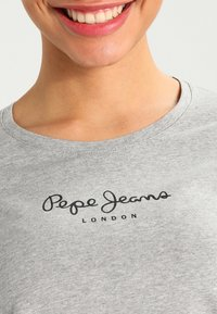 Pepe Jeans - NEW VIRGINIA - T-shirt z nadrukiem - grey marl - 3