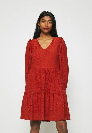 ONLFRIDA V NECK DRESS  - Vestito di maglina - arabian spice