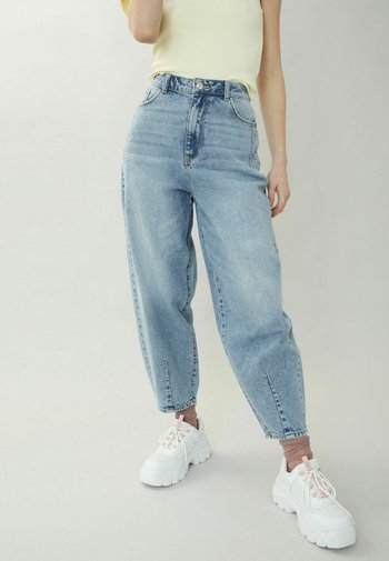 SLOUCHY HIGH WAIST - Relaxed fit jeans - hellblau