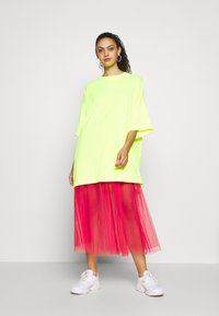 Weekday - HUGE  - Basic T-shirt -  neon yellow - 1