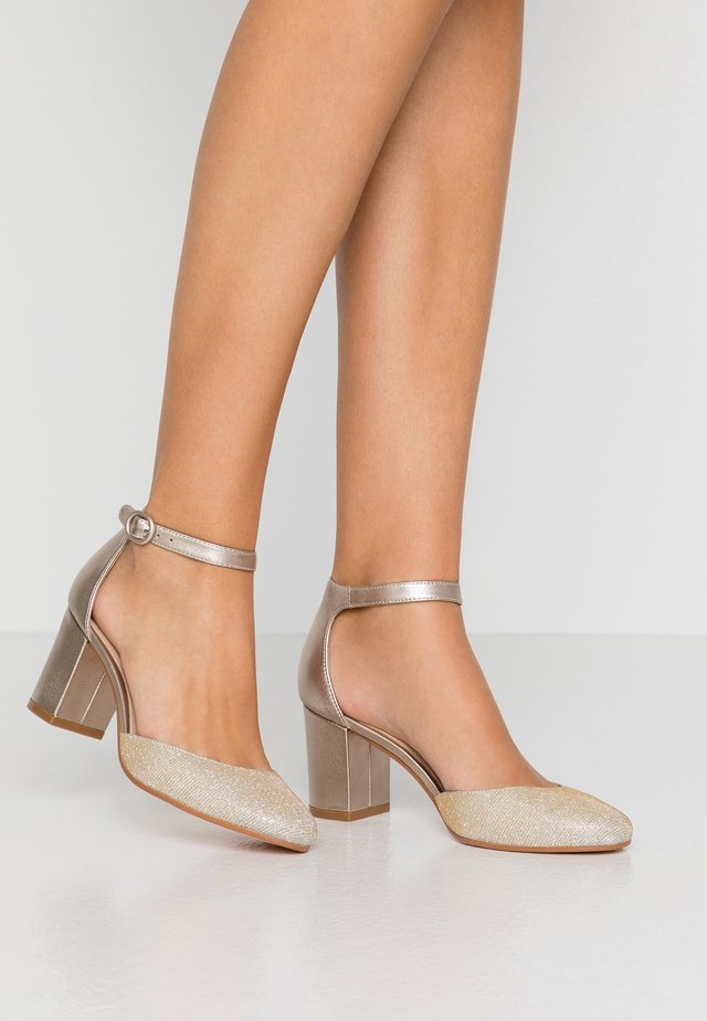 LEATHER CLASSIC HEELS - Pumps - beige