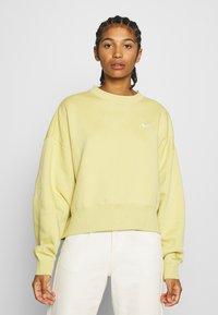 Nike Sportswear - CREW TREND - Sweatshirt - high voltage/white - 0