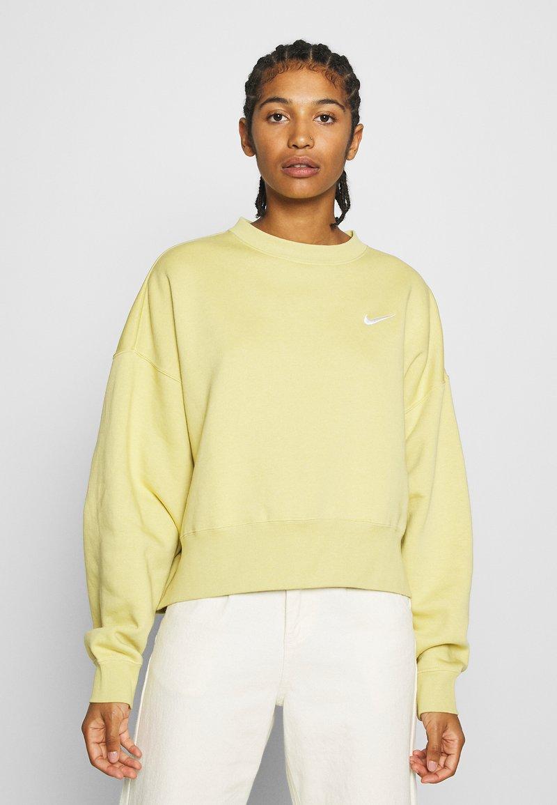Nike Sportswear - CREW TREND - Sweatshirt - high voltage/white