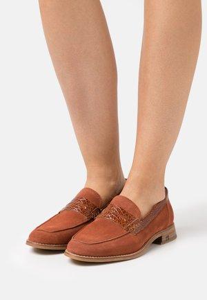 LOEL LOAFER - Nazouvací boty - braun