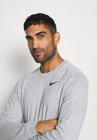 Nike Performance - DRY CREW - Sweatshirts - grey heather - 4