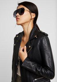 QUAY AUSTRALIA - EMPIRE - Sunglasses - matte black/gold-coloured/smoke fade - 1
