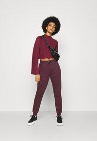 New Look - SLIM LEG JOGGER - Tracksuit bottoms - dark burgundy - 1