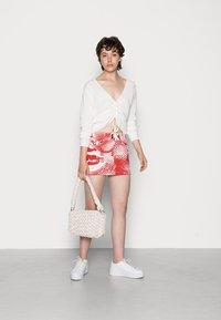 Jaded London - SCREEN MINI SKIRT - Mini skirt - red/ white - 1