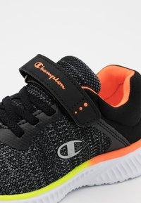 Champion - SOFTY UNISEX - Zapatillas de entrenamiento - new black - 5