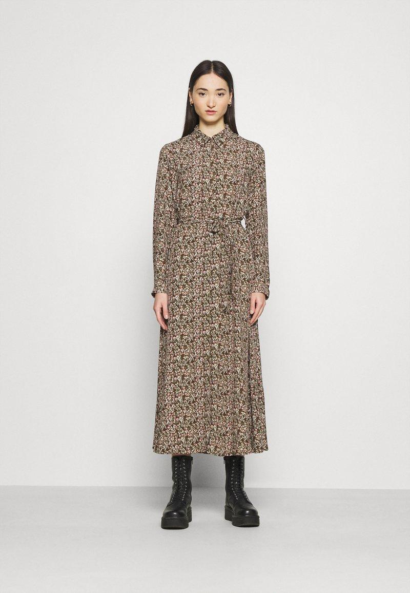 Vero Moda - VMJORDIN DRESS - Košilové šaty - ivy green