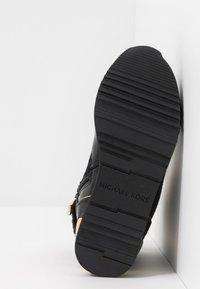 MICHAEL Michael Kors - ZIA ALLIE DONATAS - Höga sneakers - black - 5