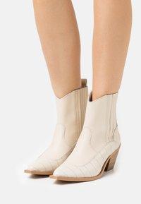 YAS - YASLUPLIO WESTERN BOOTS - Cowboy/biker ankle boot - cloud dancer - 0