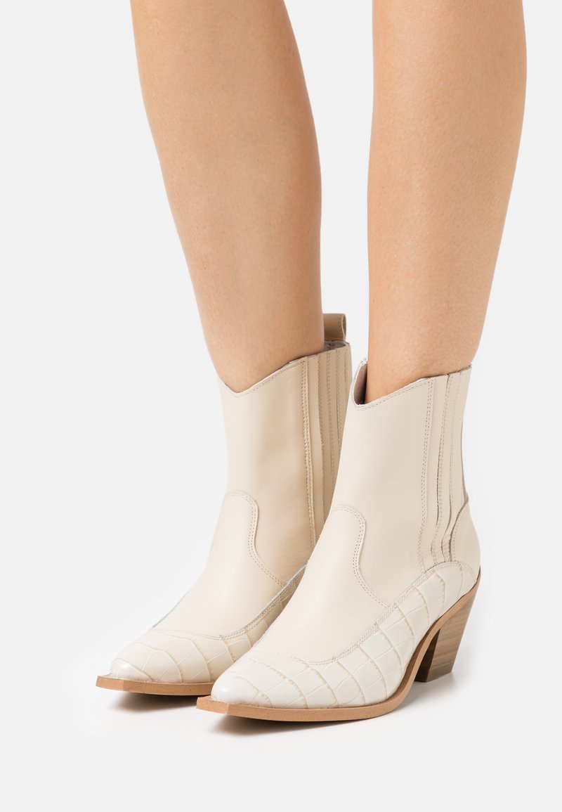 YAS - YASLUPLIO WESTERN BOOTS - Cowboy/biker ankle boot - cloud dancer