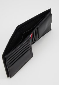 Tommy Hilfiger - ESSENTIAL FLAP AND COIN - Wallet - black - 6