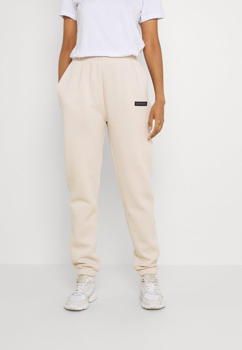 Nly by Nelly - EMPOWERED PANTS - Teplákové kalhoty - creme