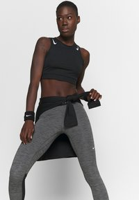 Nike Performance - Leggings - black/heather/white - 3