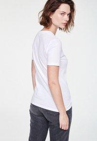 ARMEDANGELS - LIDAA  - Basic T-shirt - white - 2