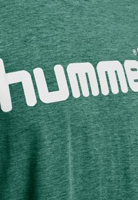 Hummel - HMLGO - T-shirts print - green - 3