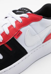 Nike Sportswear - SQUASH - Tenisky - white/black/university red - 5