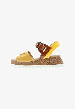 HIT  HEBILLA MOSTAZA - Sandales à plateforme - amarillo