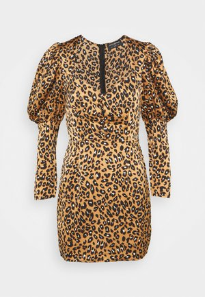 SLEEVE MINI DRESS IN LEOPARD - Denní šaty - brown