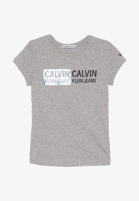 Calvin Klein Jeans - STAMP LOGO SLIM FIT - Camiseta estampada - grey - 2
