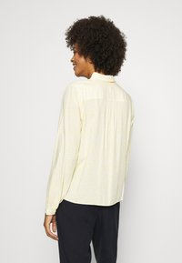Tommy Hilfiger - DANEE HALF PLACKET - Button-down blouse - posy/ sunray - 2