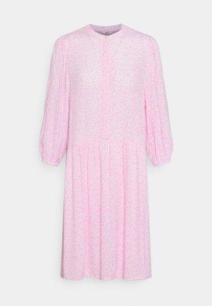CORRY - Vapaa-ajan mekko - undine pink