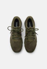 Under Armour - CHARGED VANTAGE - Zapatillas de running neutras - marine/od green - 3