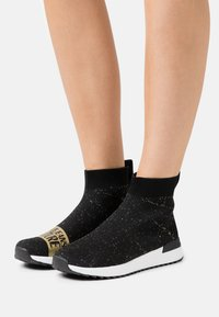 Versace Jeans Couture - High-top trainers - black - 0