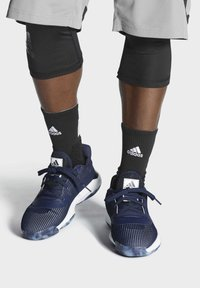 adidas Performance - PRO BOUNCE 2019 LOW SHOES - Basketball shoes - blue - 0