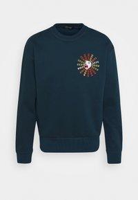 Scotch & Soda - CREWNECK  WITH ARTWORK IN MIXED TECHNIQUES - Sweatshirt - arctic teal - 0