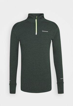 TUNE MIDLAYER - Sports shirt - deep forest