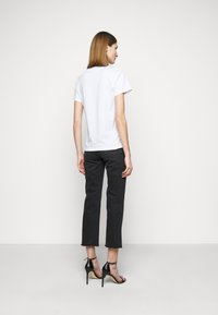Pinko - ESTIMO - T-shirt imprimé - radiant white - 0
