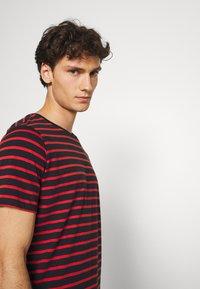 Matinique - JERMANE - Print T-shirt - poinciana - 3