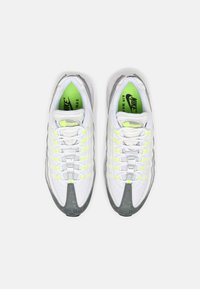Nike Sportswear - AIR MAX 95 - Sneakersy niskie - white/black/cool grey/wolf grey/pure platinum/volt - 5