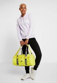 adidas Performance - ESSENTIALS LINEAR SPORT HODDIE - Jersey con capucha - purple tint/white - 1